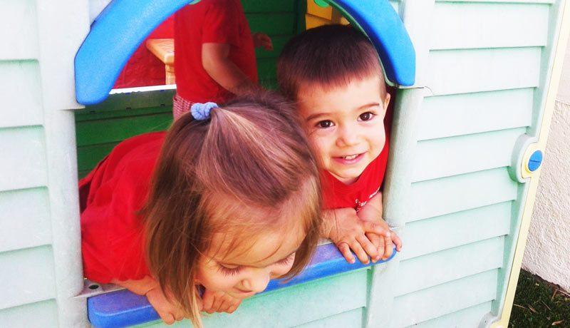niños jugando casita los potritos